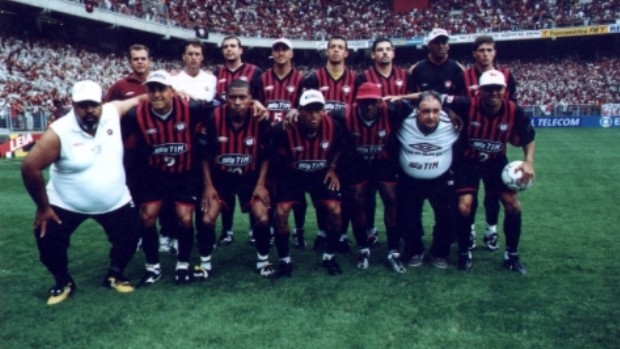 Time do Atlético-PR campeão brasileiro em 2001 (Foto: Divulgação/Atlético-PR)