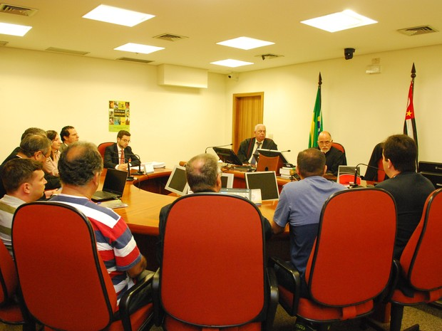 Audiência entre sindicato e LG no Tribunal Regional do Trabalho (Foto: Divulgação/TRT-15)