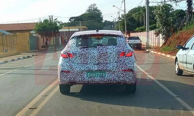 Cruze Sport6 foi flagrado em testes na cidade de São Miguel do Arcanjo (SP) (Foto:  Adriano Rosa/Autoesporte)