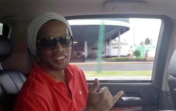 Ronaldinho Gaúcho no carro (Foto: Felipe Schimit)