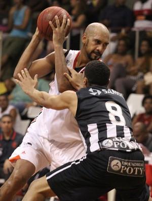 Marquinhos jogando pelo Fla contra o Botafogo (Foto: Gilvan de Souza / Flamengo)