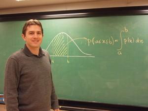 Matemático Cristiano Torezzan: sem cartas em aula de pôquer na Unicamp de Limeira (Foto: Divulgação / Unicamp)