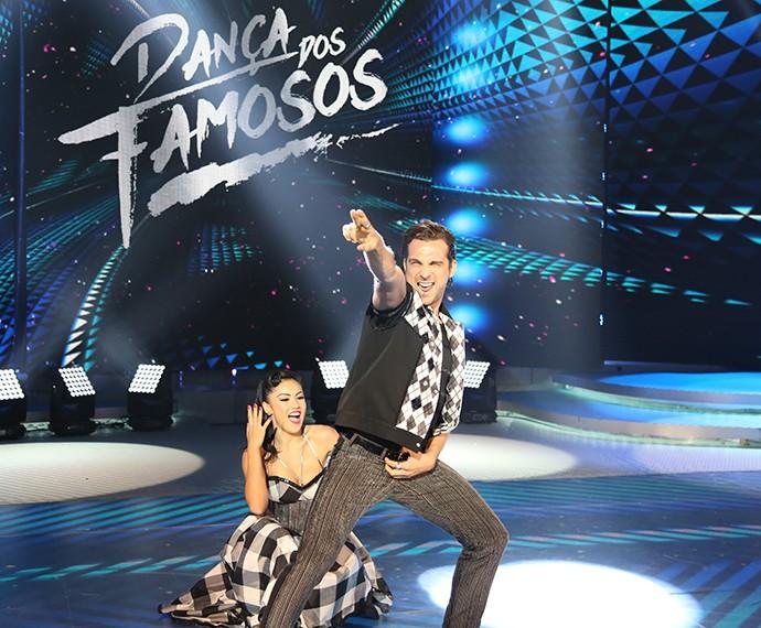 Igor Rickli e Suellem Morimoto esbanjam sintonia durante apresentação no 'Dança' (Foto: Carol Caminha/Gshow)