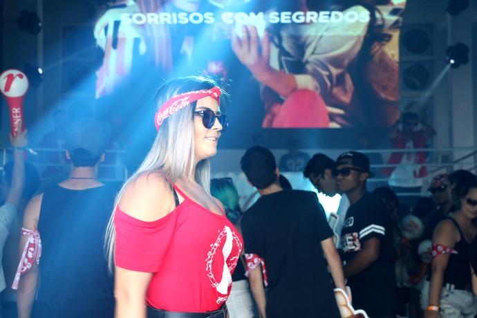 A galera dança muito em uma festa promovida em um dos stands - Planeta 2016 (Foto: Maria Polo/Gshow)