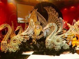 Danilo Martins criou alegoria de cisne negro e participou e concursos internacionais (Foto: Wilson Aiello/ EPTV)