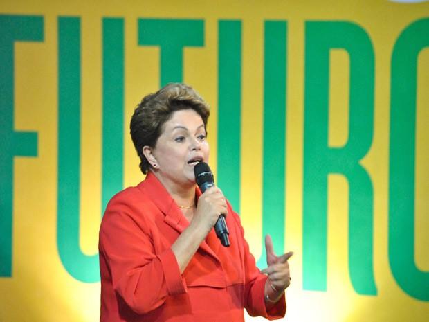Dilma durante a 14ª Plenária Nacional da Central Única dos Trabalhadores (CUT), em Guarulhos (SP) (Foto: Fábio Vieira / Foto Arena / Estadão Conteúdo)
