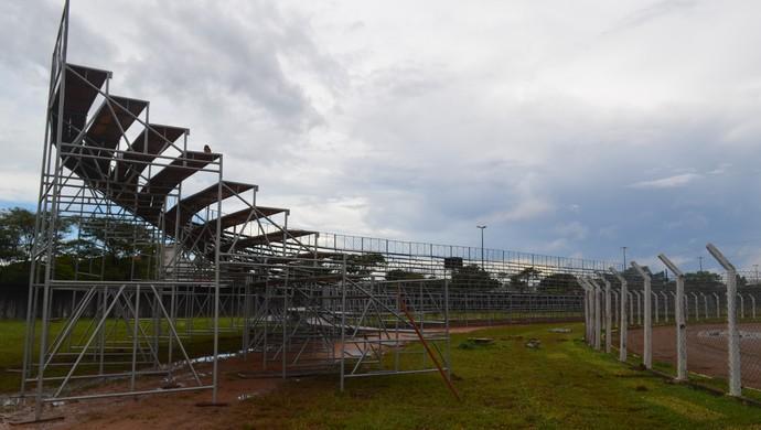 Construção de arquibancadas e camarotes no Portal da Amazônia avançam (Foto: Lauane Sena)