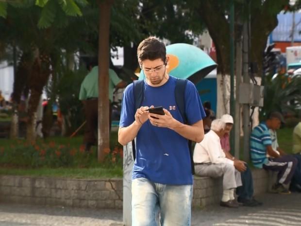 Distração é um dos maiores motivos para roubos e furtos de celulares em Pouso Alegre, diz Polícia Civil (Foto: Reprodução EPTV)