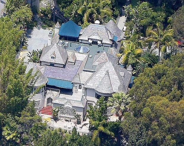 Essa é uma das mansões de Depp em Hollywood (Foto: Reprodução)