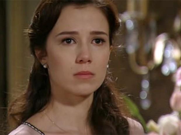 Laura se dispõe a conversar, mas Constância quer distância (Foto: Lado a Lado / TV Globo)