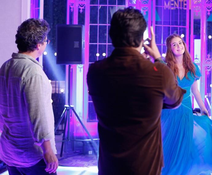 Luiz Henrique Rios dirige cena de Marina Ruy Barbosa (Foto: Ellen Soares / Gshow)
