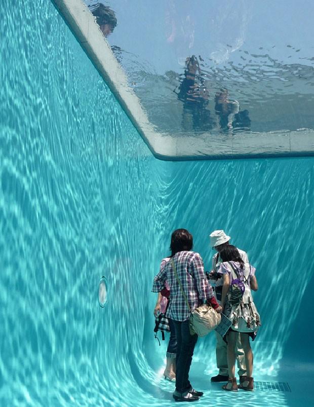 Muitas vezes Artista cria piscina para 'nadar' de roupa - Casa Vogue  BR18