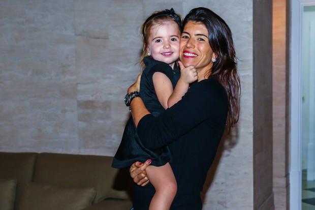 Rossana Fittipaldi com a filha Vitoria (Foto: Manuela Scarpa / Photo Rio News)