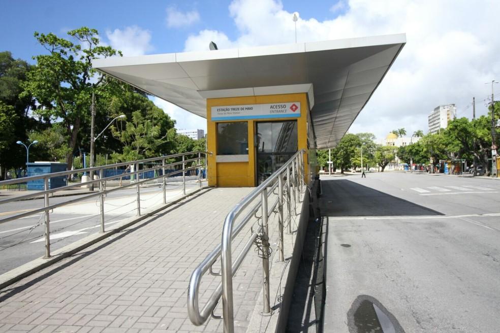 Central de monitoramento tem acesso a apenas três de 41 estações no sistema de BRT (Foto: Aldo Carneiro/ Pernambuco Press)
