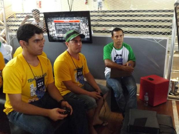 Sílvio Oliveira chegou apoiado em muleta e garantiu a vaga na final (Foto: Tatiane Santos/G1)