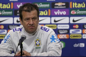 Dunga entrevista coletiva seleção brasileira