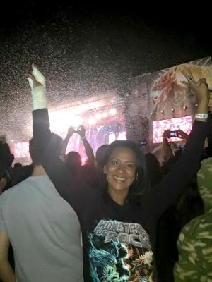 Com braço quebrado, Dilma curtiu festival 'Monsters of Rock' e recebeu o apelido de 'suporte de latinha' (Foto: Arquivo Pessoal)