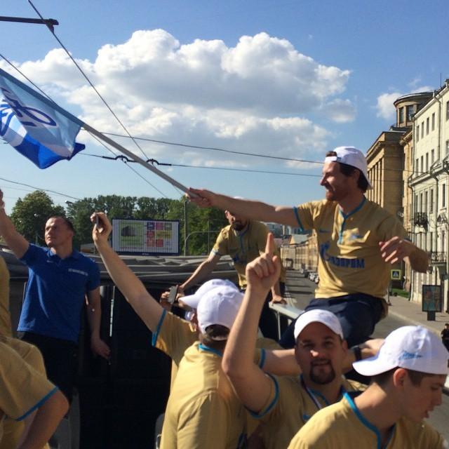Zenit campeão pelas ruas de São Petesrburgo