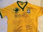 David Luiz ganha camisa cheia de recados carinhosos da família