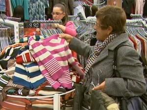 Décimo terceiro salário dá injeção de ânimo no comércio catarinense (Foto: Reprodução/RBS TV)