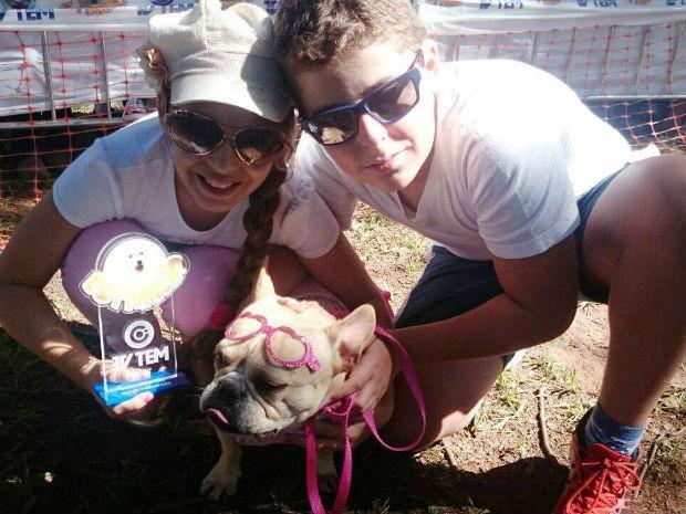 Yume deu um charme ao evento com os irmãos Larissa e Armando Cardoso (Foto: Renata Marconi/G1)