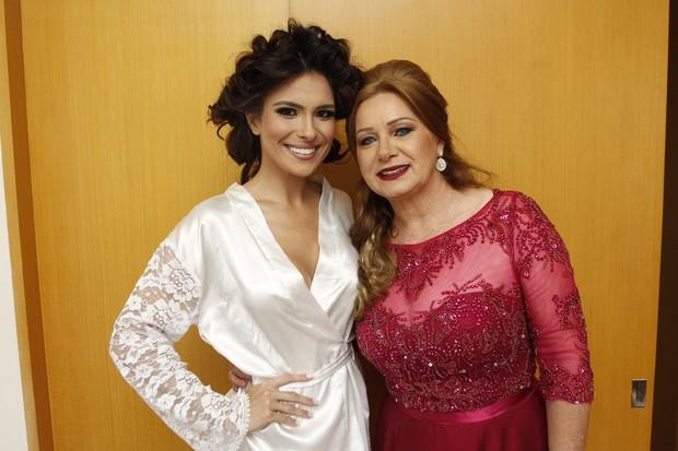 Kamilla com a sogra, Maria Aparecida (Foto: Celso Tavares/EGO)