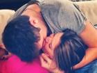 É o amor! Andressa e Nasser se beijam