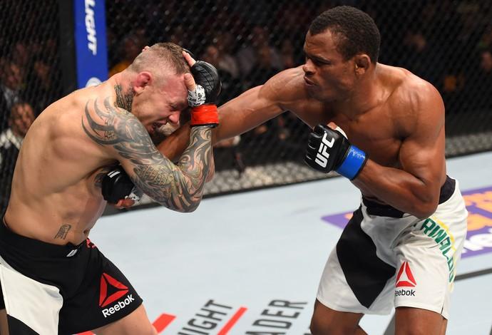 Francisco Massaranduba e Ross Pearson, UFC Boston (Foto: Getty Images )