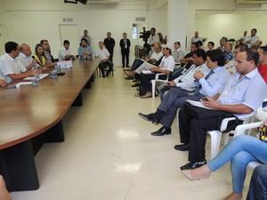 Integrantes discutiram ampliação do programa de reciclagem (Foto: Carolina Paes/G1)