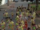 Moradores montam o 'Bloco dos Farinhas' e fazem o próprio Carnaval