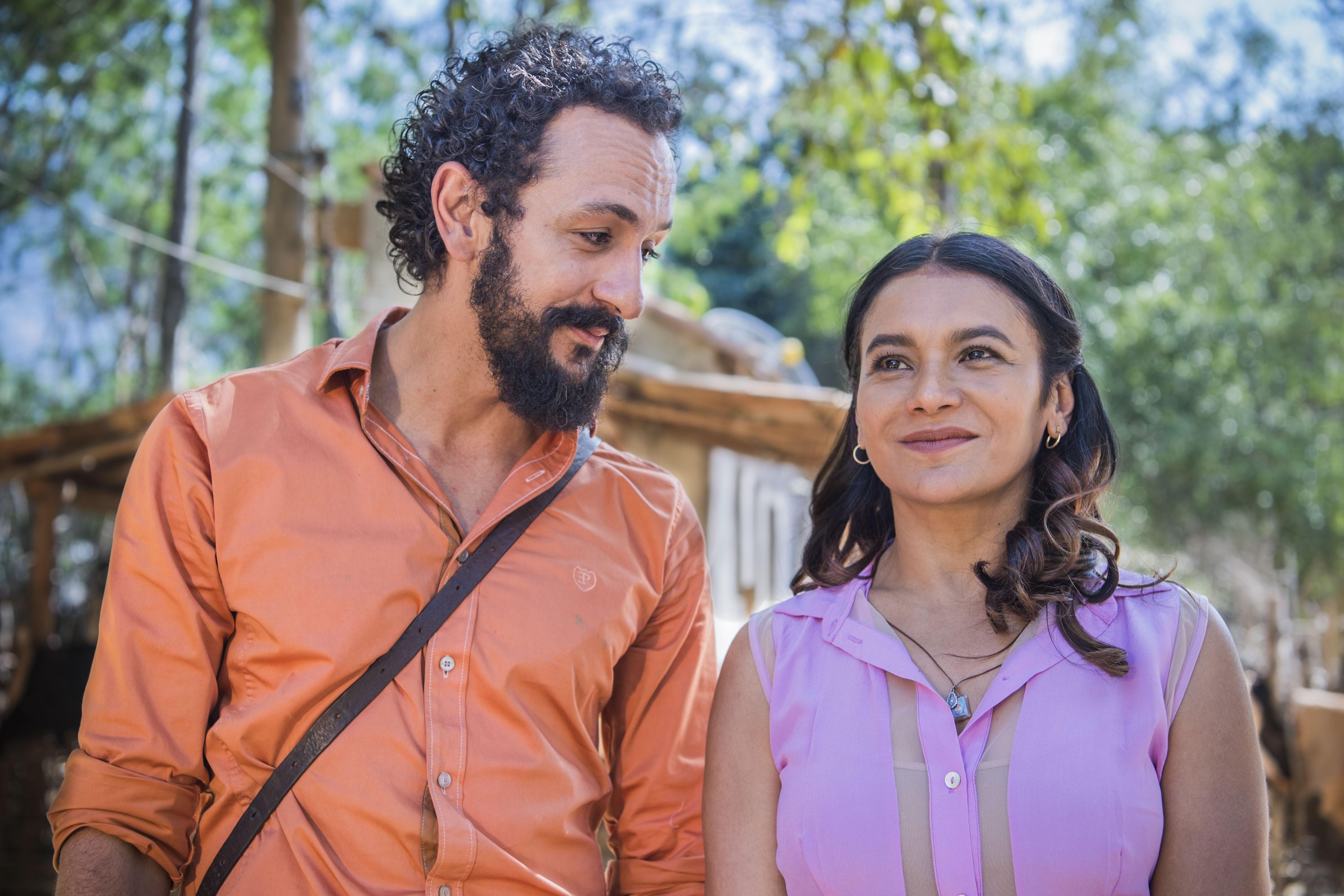 Bento (Irandhir Santos) e Beatriz (Dira Paes)  entregam-se à paixão (Foto: Caiuá Franco )