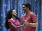 Giba brinca em ensaio da valsa: 'Me convidem para aniversários de 15 anos'