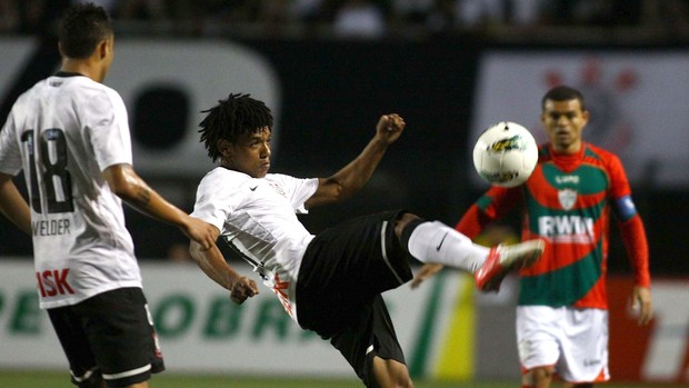 Romarinho Corinthians x Portuguesa (Foto: Marcos Bezerra / Ag. Estado)