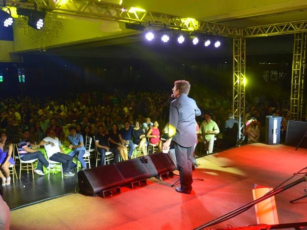 Duas mil pessoas esgotaram ingressos no último show de Reginaldo Rossi na capital (Foto: Willian Rezende)