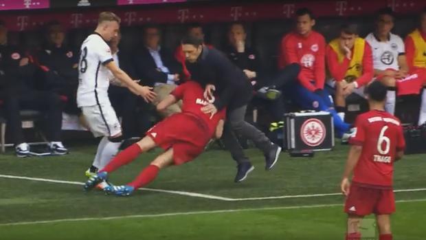 BLOG: Espanhol do Bayern é empurrado e depois quase leva técnico adversário a nocaute