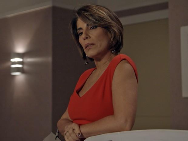 Beatriz fica supresa com a atitude de Inês (Foto: TV Globo)