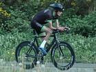 Ciclista com síndrome rara não tem gordura sob a pele
