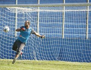 Goleiro Marcelo treinou entre os titulares do Paysandu (Foto: Marcelo Seabra/O Liberal)
