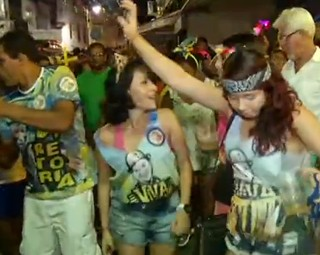 foliões se empolgaram na última noite de Carnaval em Angra dos Reis (Foto: Reprodução RJTV 2ª Edição)