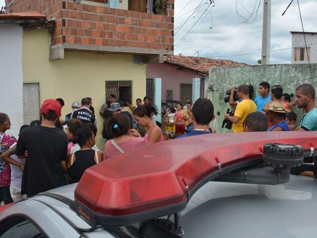 Adolescente foi morto com dois tiros de acordo com a Polícia Militar (Foto: Walter Paparazzo/G1)