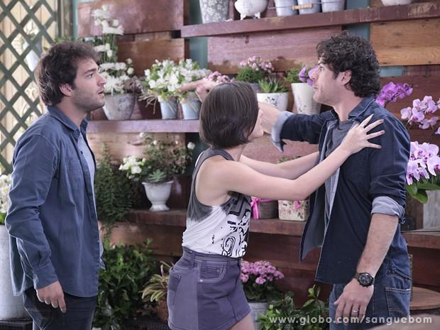 Bento fica louco ao ver Fabinho! (Foto: Sangue Bom / TV Globo)