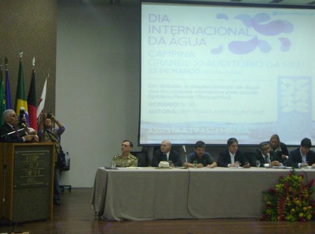 Em sessão na FIEP, Deputado Assis Quintans falou sobre a seca na Paraíba (Foto: Taiguara Rangel/G1)