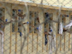 Parentes de detentos denunciam maus tratos em presídio de AL (Foto: Reprodução/TV Gazeta)