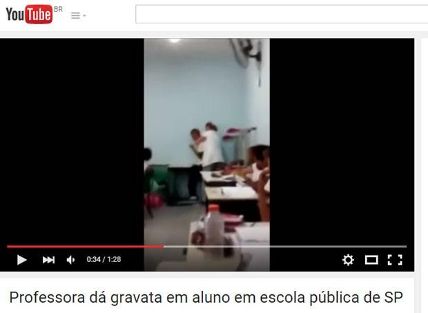 Vídeo registra momento em que professora dá gravata em aluno. (Foto: Reprodução/YouTube)