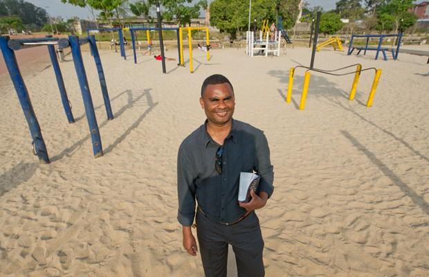 O ex-detento e atual pastor evangélico Jacy de Oliveira onde era o Pavilhão 9 do Carandiru, hoje um parquinho infantil do Parque da Juventude (Foto: Flavio Moraes/G1)