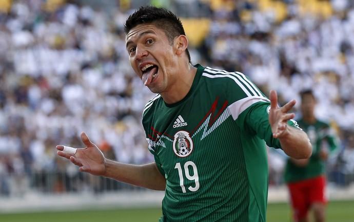Peralta comemora gol México Nova Zelândia (Foto: Marty Melville/AFP)