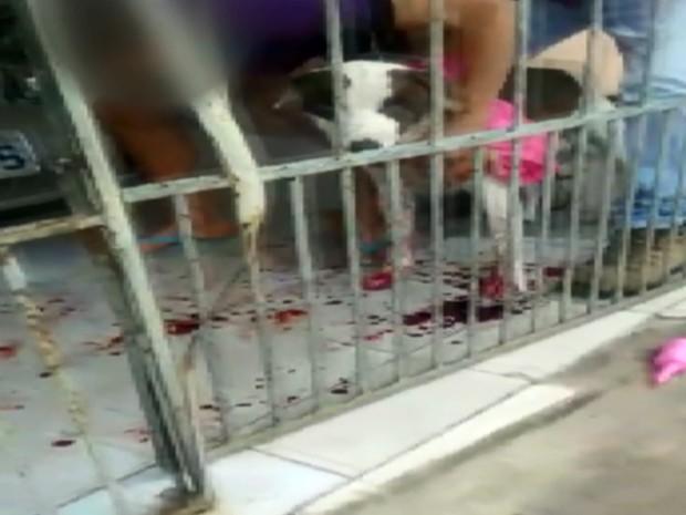 Policial Militar atirou em cachorro durante abordagem em Varginha (Foto: Reprodução EPTV)