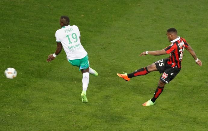 Cyprian fez o único gol da partida para o Nice (Foto: Reuters)