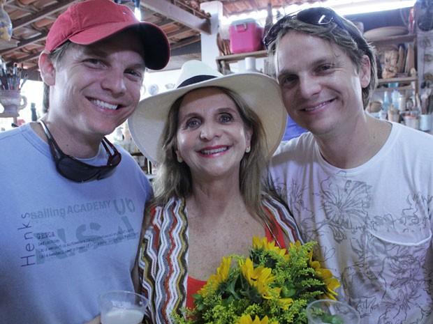 Lea e os dois filhos - mãe da Bahia; Dia das Mães (Foto: Arquivo pessoal)