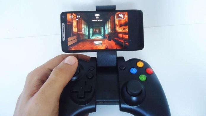 Depois de configurado, o controle tem ampla compatibilidade com jogos do Android (Foto: Reprodução / Dario Coutinho)